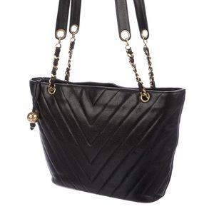 😍Chanel quilted zipper tote leather